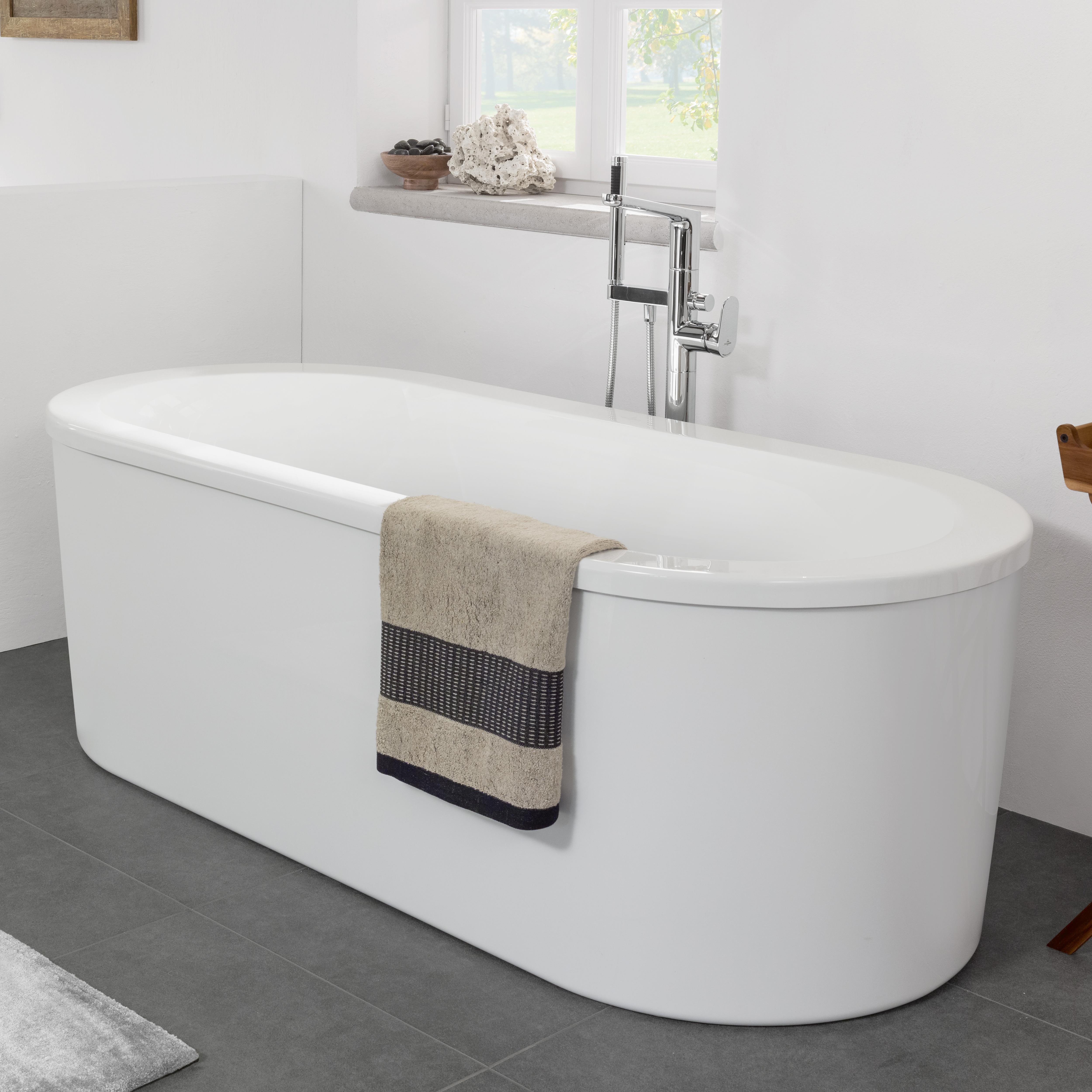 villeroy boch loop friends duo freistehende ovale badewanne wei uba180lfo7pdv 01. Black Bedroom Furniture Sets. Home Design Ideas